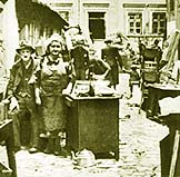 Arriving_into_Lodz_Ghetto-1940